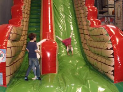Kinder Luftrutsche in der DingoBurg Dingolfing - Indoorspielplatz für Kinder