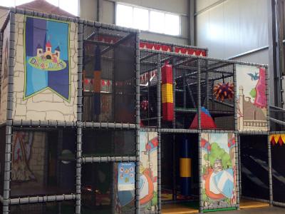 Kinder Kletterpark in der DingoBurg Dingolfing - Indoorspielplatz für Kinder