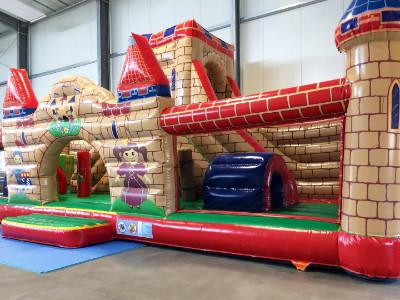 Hüpfburg in der DingoBurg Dingolfing - Indoorspielplatz für Kinder