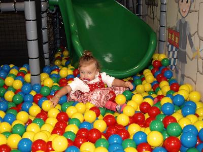 Kleinkinder Bällebad in der DingoBurg Dingolfing - Indoorspielplatz für Kinder
